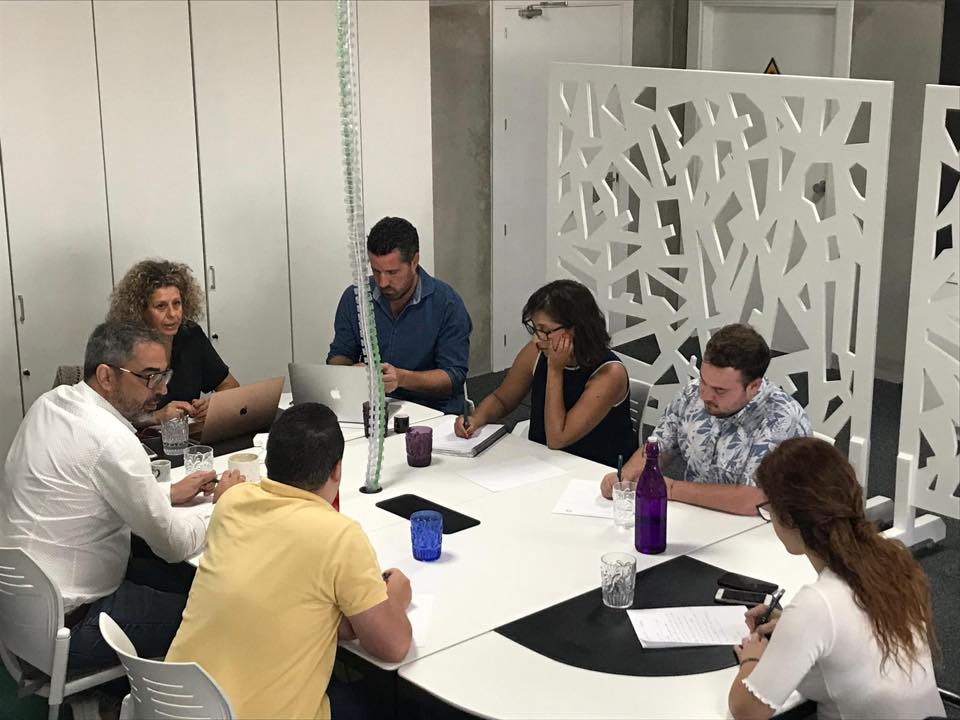 Reunión equipo Ideario Marketing con cliente de Departamento de Marketing.
